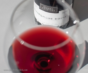 Bourgogne Rouge and pale red in color