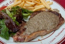The plat was a simple steak frites, with a nice champignon sauce