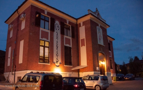 Birrificio Citabiunda has converted an old schoolhouse in a brewery and restaurant.