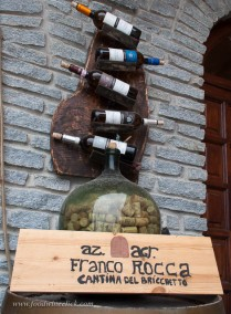 This is the type of winery sign I love: simple handwritten text on a board.