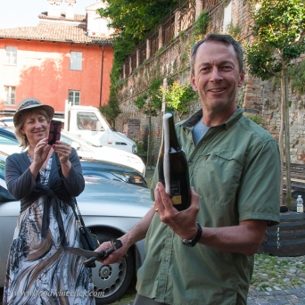 My introduction to sabering (sciabola) in Italy. Success!