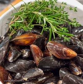 This batch of mussels didn't require any scrubbing or beard pulling, convenient on a Friday night!