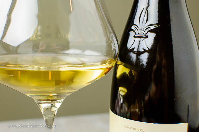 White wine with a beautiful golden color from lees aging and many years of rest.