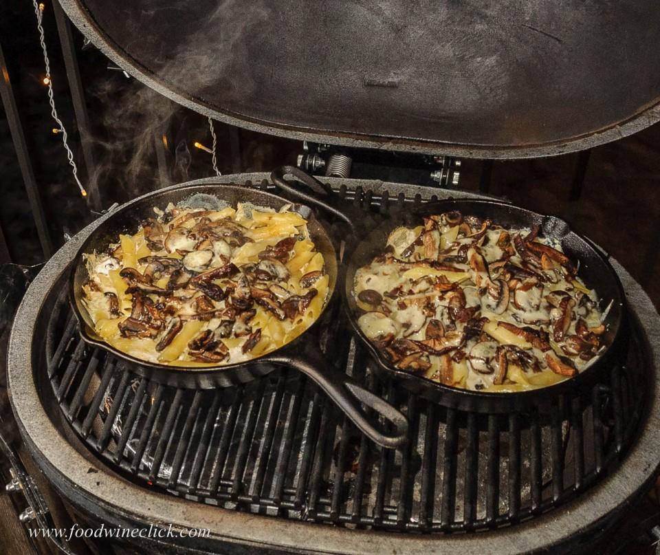 cast iron skillets with smoky mushroom mac & cheese