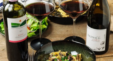 Smoky mushroom mac & cheese paired with two Nebbiolo wines