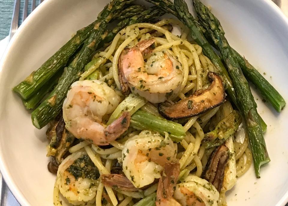 Shrimp Pesto Pasta and Asparagus
