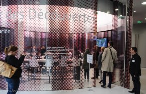 The event was held in the new La Cité du Vin in a beautiful room exclusively designed for wine tasting