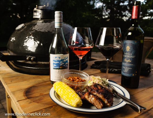 Smoked ribs, Primo Grill, and two wines to pair