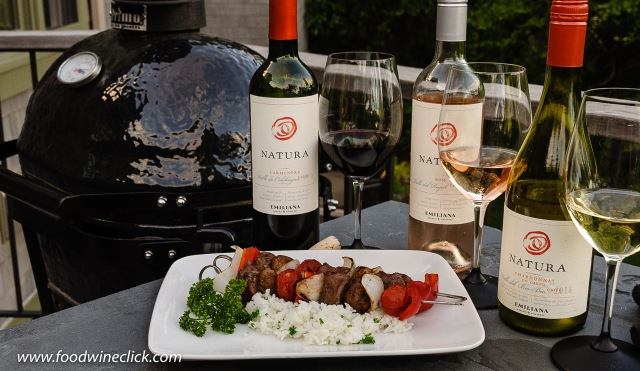 Natura wines paired with grilled beef skewers
