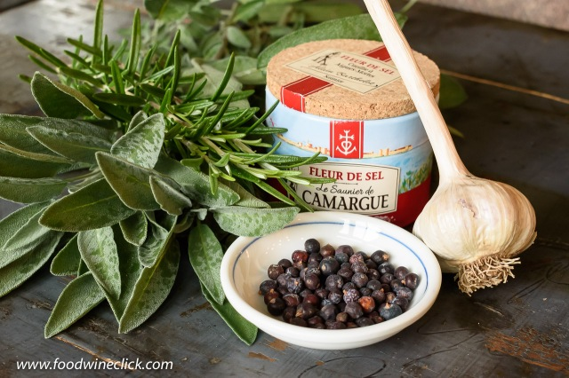 Aglione ingredients: fresh sage, rosemary, juniper berries, sea salt and garlic