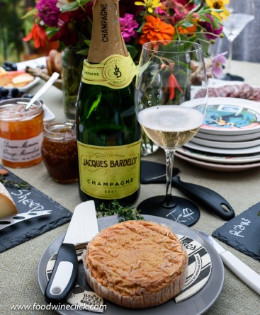 Champagne will bravely standd up to the stinky delicious Epoisses