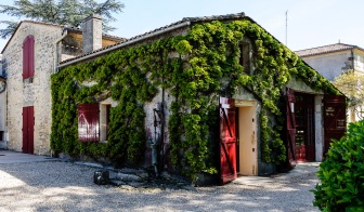 Find your way to Chateau Fonroque in Saint Émilion among the other farms