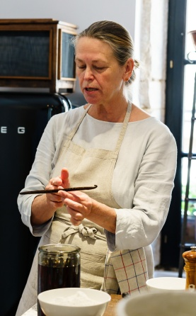 Marjorie giving us the details on vanilla beans and vodka