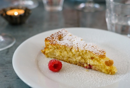 We made this delicious cake with fresh white peaches and raspberries baked inside