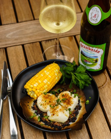 Granbazán Albariño paired with broiled scallops and sweet corn