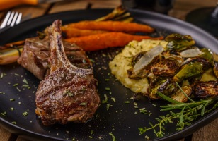 A little bit of forbidden perfection: lamb chops with grilled veggies on polenta