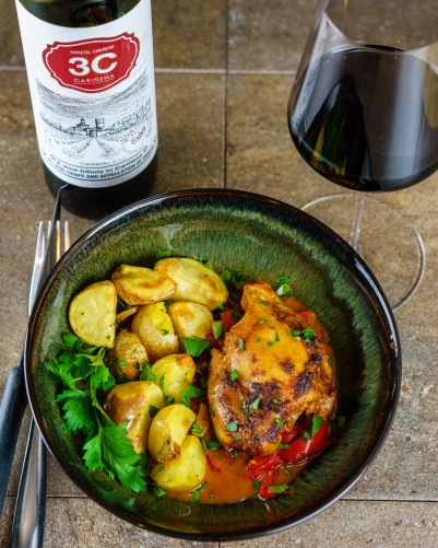 Chicken thighs in a delicious sauce with roasted red peppers. The 3C Cariñena was great, it's not overly tannic and doesn't overpower the food.