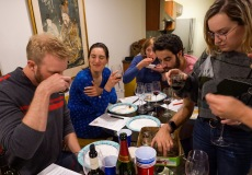 The aroma jars were a hit, as people succeeded in finding the aromas (or not) in individual glasses of wine.