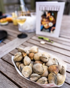 2 lbs of little neck clams, our favorites
